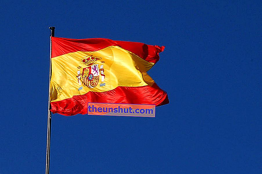 Flag_of_Spain_ (M._Aire, _Madrid) _01
